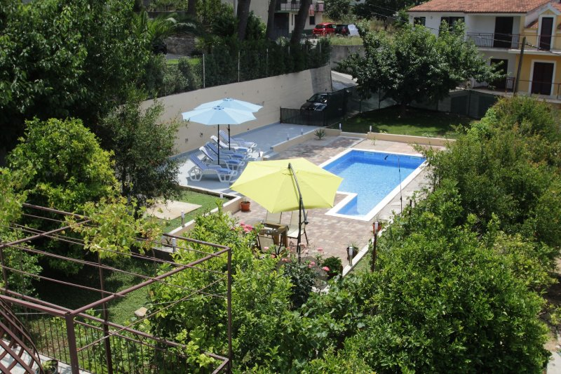 Wide Apartment with Pool & Terrace - Image 1 - Podstrana - rentals