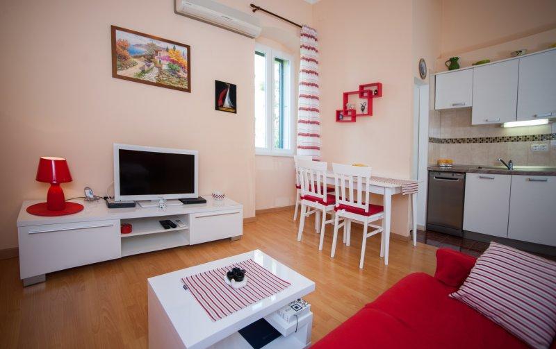 Anamarija(4+1) -nice apartment in a prime location - Image 1 - Split - rentals