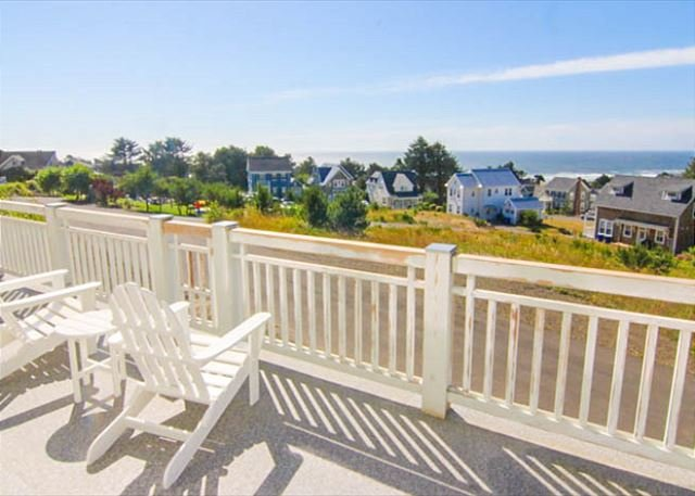 Luxury, Panoramic Sea Views from Top of Roads End! - Image 1 - Lincoln City - rentals