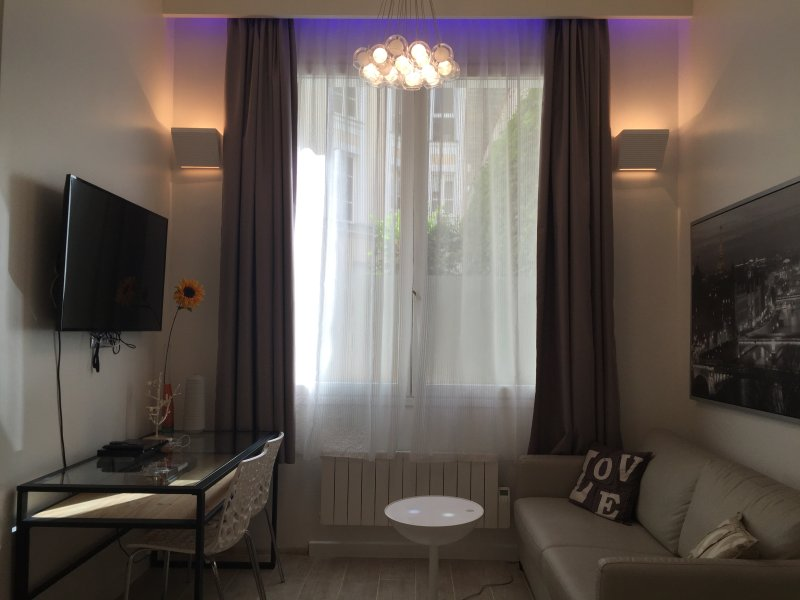 Superb studio, 3min. walk from Champs-Elysées,8th - Image 1 - Paris - rentals