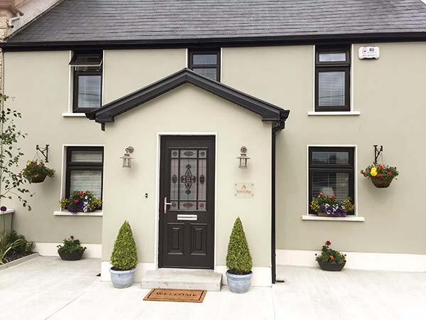 NONO'S COTTAGE, semi-detached, two en-suite bedrooms, solid fuel stove, pet-friendly, patio, nr Rathmore, Ref 934470 - Image 1 - Rathmore - rentals