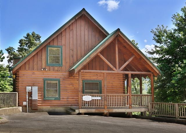 Cabin - Heavenly View is a one bedroom cabin with fireplace and bedside Jacuzzi. - Pigeon Forge - rentals