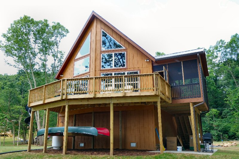 Brand new river cabin with modern interior and rustic/river exterior. - Green Castle cabin on the Shenandoah River - Luray - rentals