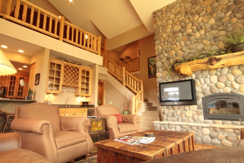 Living area/Upstairs loft area - Luxury Townhouse in Central Big Sky! - Big Sky - rentals
