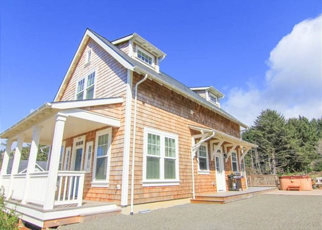 Warm, Luxurious Cottage with Hot Tub Boasts Roads End Views - Image 1 - Lincoln City - rentals