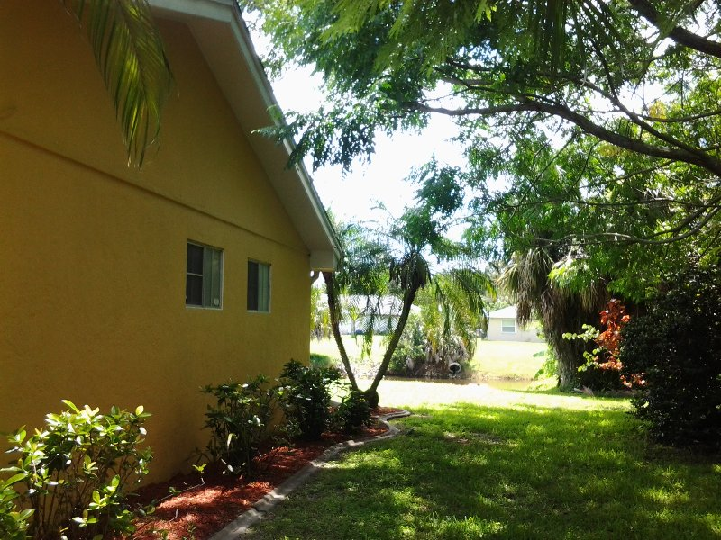 "Beautiful vacation house  Sunny Ramona - ""Villa Ramona"" wonderful Villa speed WIFi - Port Charlotte - rentals"