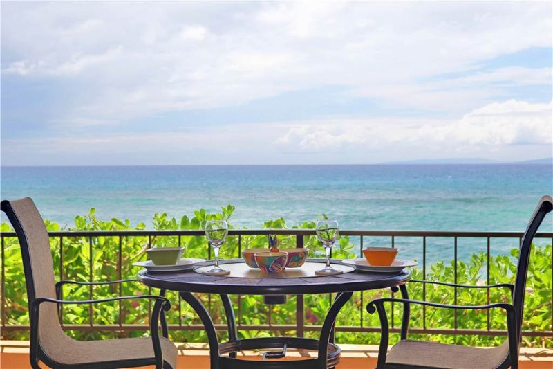 Maui Kai #107, Beautiful 1st floor Oceanfront Junior Suite - Image 1 - Lahaina - rentals
