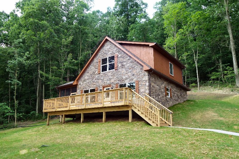 Beautiful riverfront cabin with modern interior and rustic/river exterior - Fish Trap cabin on the Shenandoah River - Luray - rentals