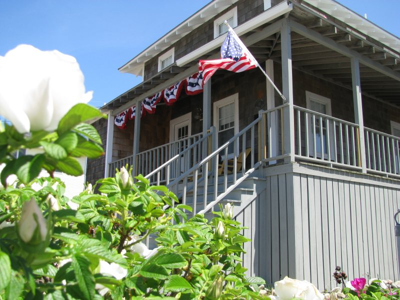 Charming Oceanfront Beach Cottage - Image 1 - Scituate - rentals