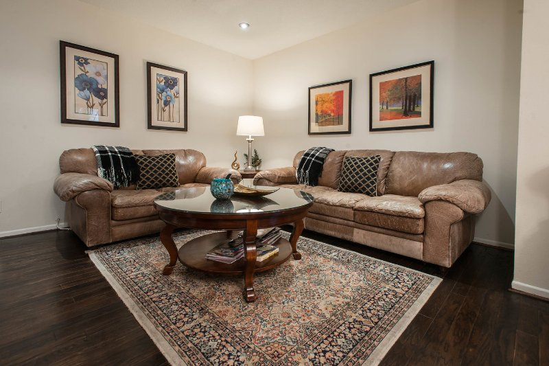 Living Room - Beverly Hills Location walk to shops/ restaurants 2+2 Wi-Fi/Gym/2 parkings! - Beverly Hills - rentals