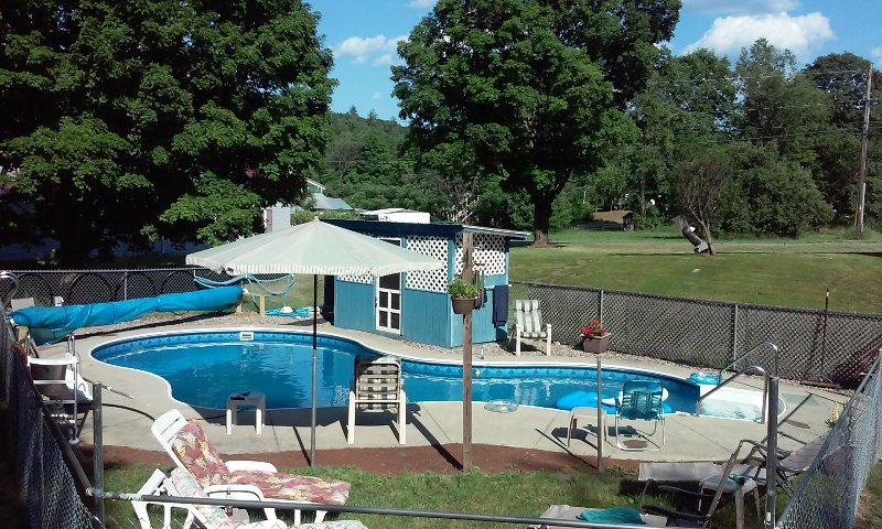 Shater with owners 10AM till 7PM No non swimmers under18 No children unde 6 - A Quiet Private Home With All Your Needs Fulfilled - Stony Creek - rentals