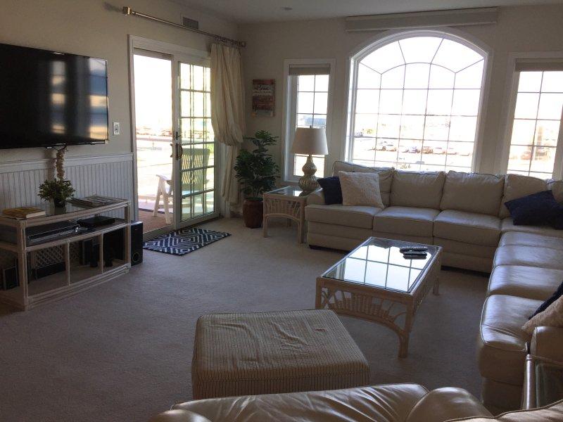 Living Room w/leather sectional and large tv - PREMIER CONDO sleeps 9 w/Ocean View Wildwood Crest - Wildwood Crest - rentals