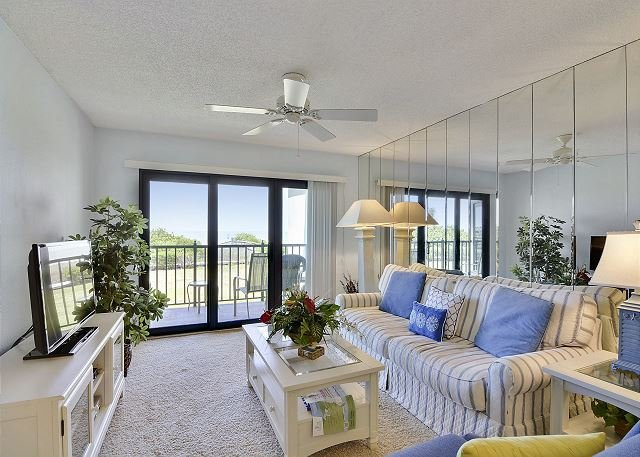 Living Area - Land's End #202 building 9 - Beach Front - Treasure Island - rentals