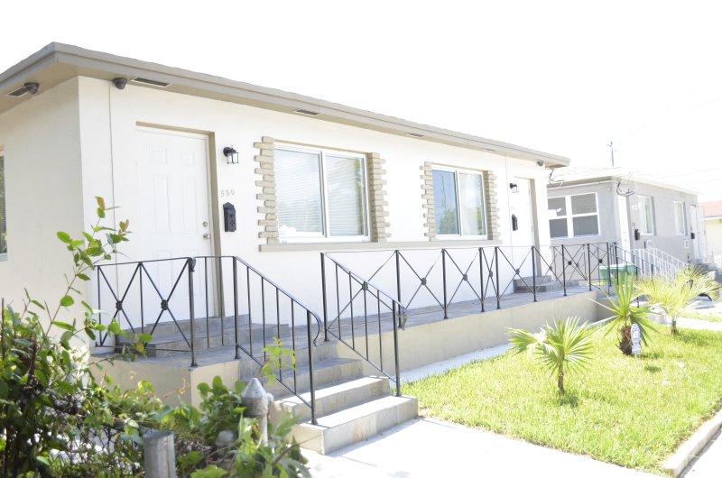 Front Entrance - Villa Capri Just minutes to South Beach - Coconut Grove - rentals