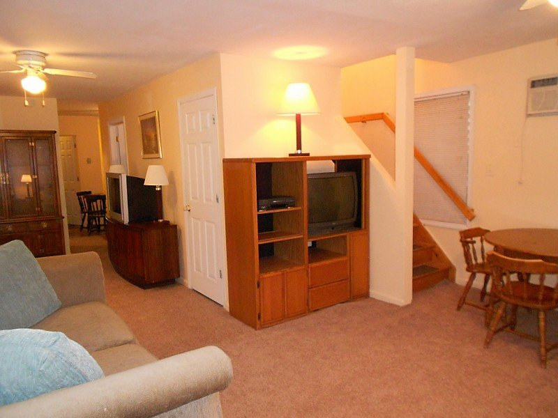 livingroom - 2nd house from beach 6 bedroom 2 bath private yard - Seaside Heights - rentals