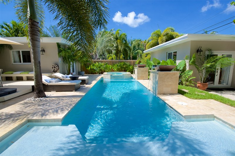 Beautiful, blissful backyard oasis with heated saltwater pool and spa surrounded with bamboo garden! - Modern Luxury home heated salt water pool and spa - Fort Lauderdale - rentals