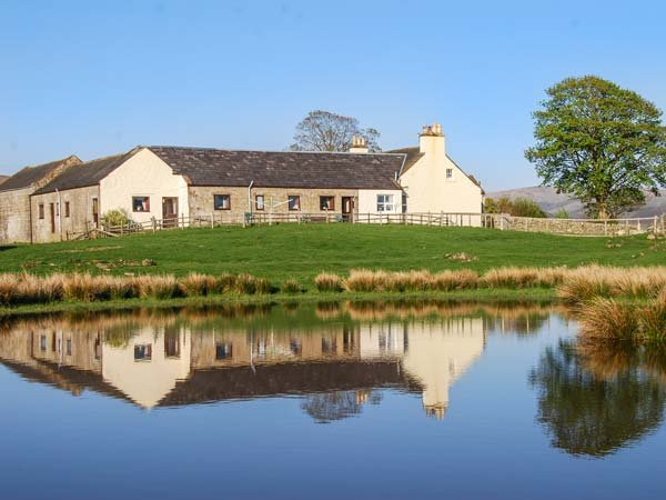 THE GRANARY, terraced ground floor, pet-friendly, enclosed garden, nr Sanquhar, Ref 926039 - Image 1 - Sanquhar - rentals