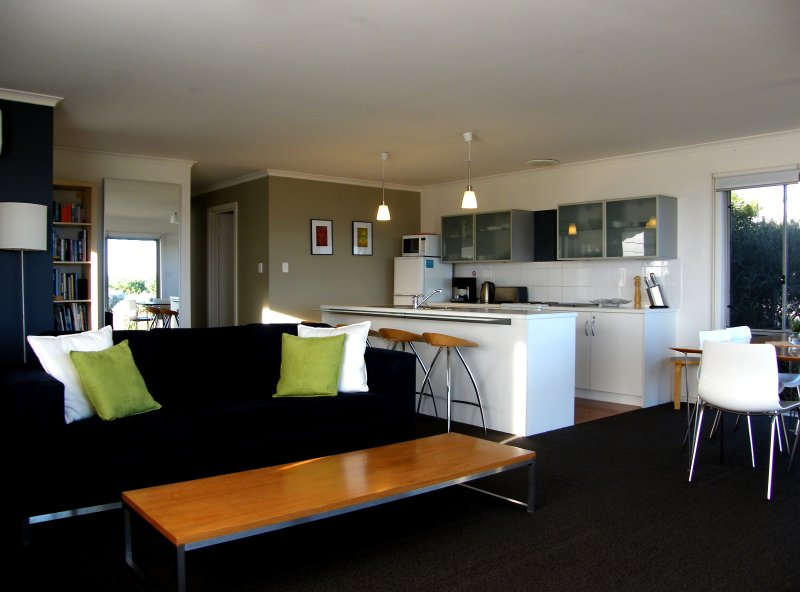 Enjoy the Coorong in contemporary comfort. - Coorong Waterfront Retreat - Meningie - rentals