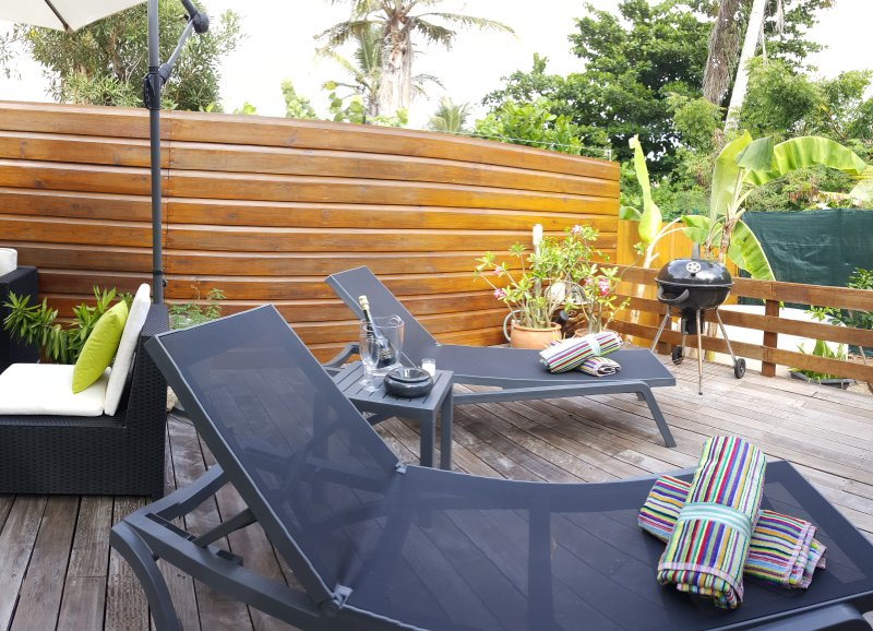 TIBO #16...Cosy 2BR just a 4 min walk to Orient Beach and village square - Image 1 - Orient Bay - rentals
