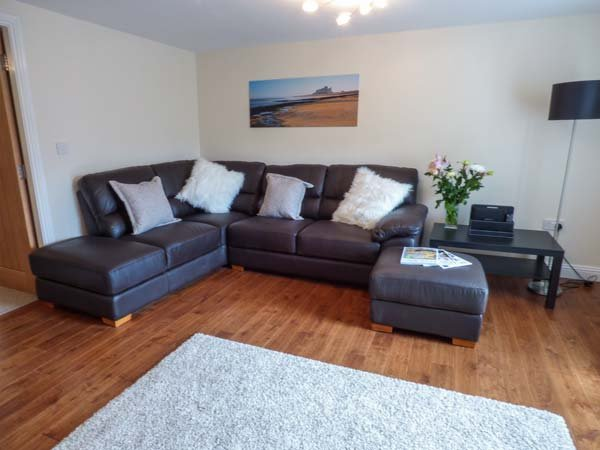 QUEEN VICTORIA SUITE, first floor apartment, en-suite, WiFi, shared patio area, in Stanhope, Ref 920793 - Image 1 - Stanhope - rentals