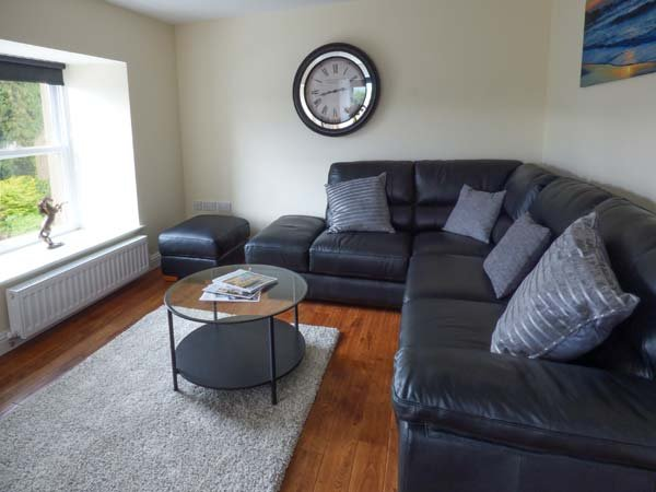 QUEEN ELIZABETH SUITE, penthouse apartment, WiFi, small balcony, shared patio, luxury property, in Stanhope, Ref 920803 - Image 1 - Stanhope - rentals