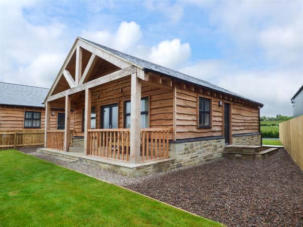 WANSBECK detached chalet, private veranda, WiFi, pet-friendly, in Longframlington Ref 934221 - Image 1 - Longframlington - rentals