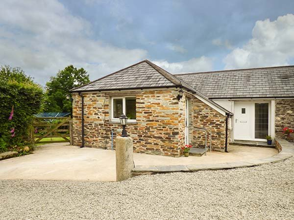 SHEPHERDS REST, barn conversion, pet-friendly, private, enclosed garden, WiFi, Bude, Ref 938056 - Image 1 - Bude - rentals