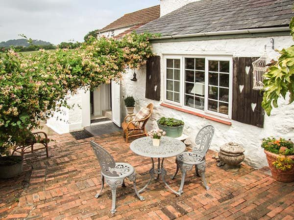LITTLE MARSTOW FARM COTTAGE charming semi-detached cottage, romantic, courtyard garden, close to river, Ruardean Ref 939688 - Image 1 - Ruardean - rentals