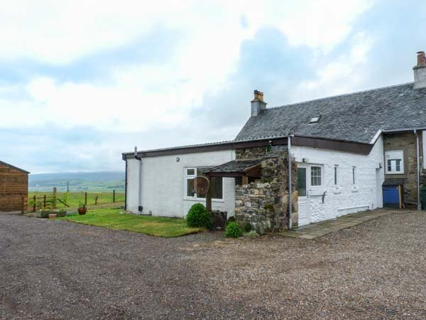 KILBRIDE COTTAGE, lawned garden, close to beaches, lovely views, Campbeltown, Ref 939863 - Image 1 - Campbeltown - rentals