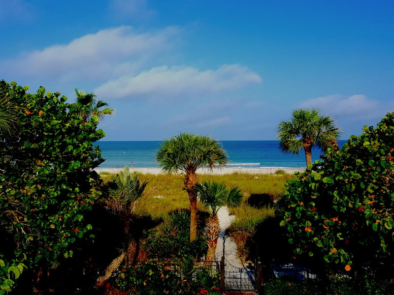 LIFE'S A BEACH IN PASS-A-GRILLE 2ND STORY APT WIFI - Image 1 - Saint Pete Beach - rentals