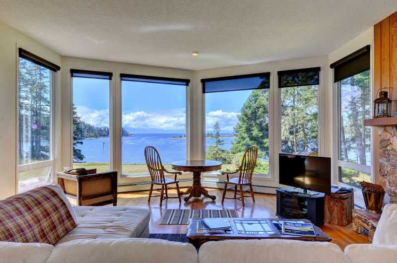 Floor to ceiling windows in the living room - Pacific Coast Beach House - Oceanfront 3 Bedroom home with Stunning Views - Sooke - rentals
