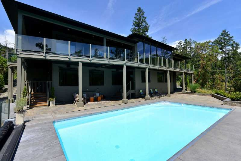 Oceanfront Paradise. - Executive Waterfront 5 Bedroom Home with Pool Hot Tub and Private Dock - Victoria - rentals