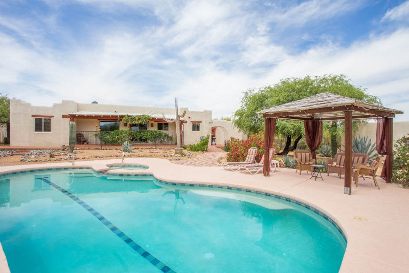 Back yard and pool area - Hacienda on 4 acres close to Town, Nat Park & Golf - Tucson - rentals