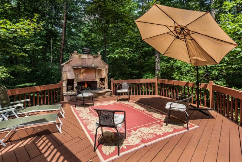 Beautiful setting with wood burning fireplace - Coppertop - 4 Bedrooms! - Ellijay - rentals