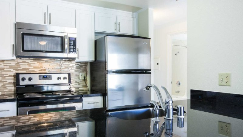 DELIGHTFUL 1 BEDROOM, 1 BATHROOM FURNISHED APARTMENT - Image 1 - Nashua - rentals