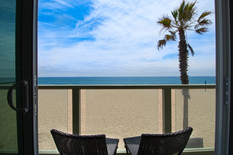 Balcony View to the Beach - 4109 B Seashore Drive- Upper 4 Bedroom 3 Baths - Newport Beach - rentals