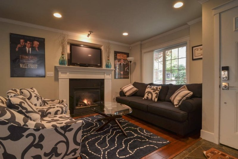 Furnished 3-Bedroom Townhouse at E John St & 25th Ave E Seattle - Image 1 - Seattle - rentals