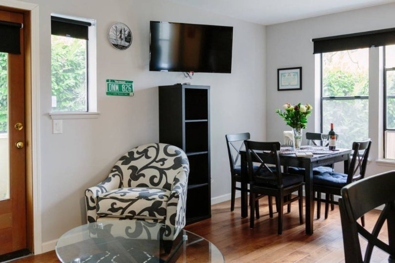 Furnished 1-Bedroom Condo at E Thomas St & 27th Ave E Seattle - Image 1 - Seattle - rentals