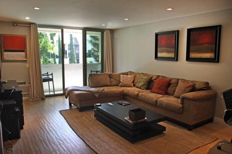Furnished 2-Bedroom Apartment at Montana Ave & S Barrington Ave Los Angeles - Image 1 - Westwood  Los Angeles County - rentals