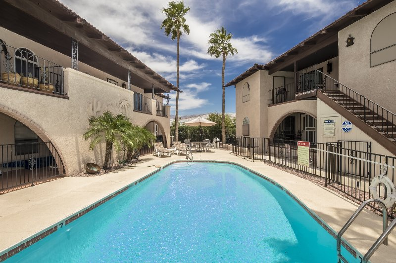 You'll probably have the pool to yourselves during the summer. - Great views & only 3 1/2 blocks from water!! - Lake Havasu City - rentals