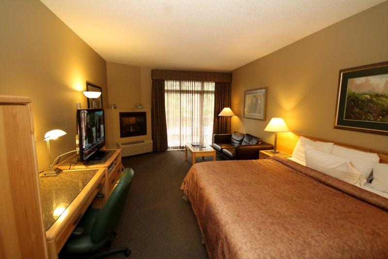 Huge comfortable king bed in suite! - Banff Tunnel Mountain Resort Fantastic 1 Bedroom Executive Suite - Banff - rentals