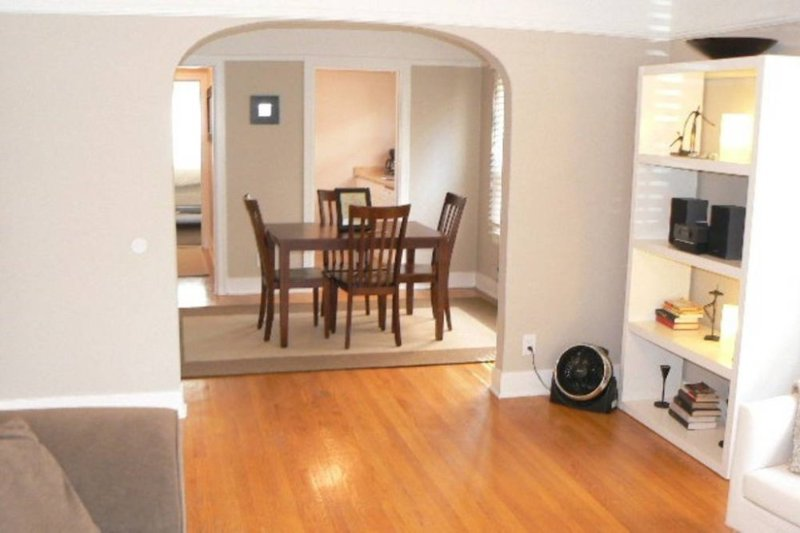 Charming, spacious, renovated apt-A - Image 1 - Seattle - rentals