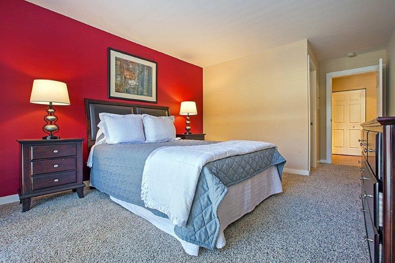 Furnished 2-Bedroom Apartment at Lake St & N Francisco Terrace Oak Park - Image 1 - Oak Park - rentals