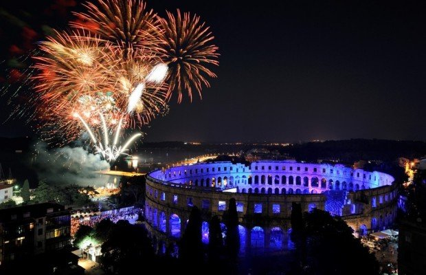 The Pula Arena is the name of the amphitheatre located in Pula, Croatia. The Arena is the only remai - Apartman LaMar - Pula - rentals