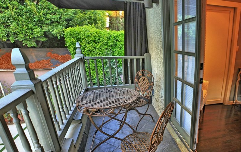 UPSCALE 4 BEDROOM, 4 BATHROOM FURNISHED APARTMENT - Image 1 - Los Angeles - rentals