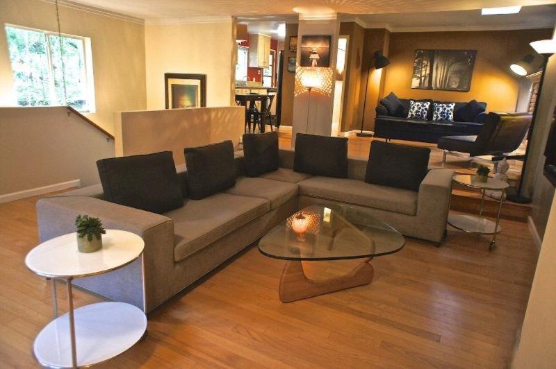 HIGH-TONED FURNISHED 3 BEDROOM, 2 BATHROOM APARTMENT - Image 1 - Beverly Hills - rentals
