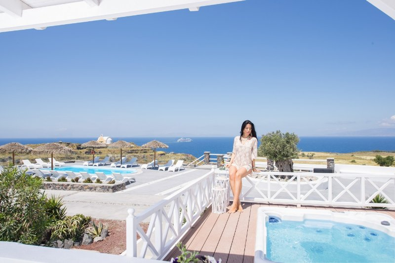 "Enjoy a unique accommodation and a really relaxation. - OIA SUNSET VILLAS - villa ""EMERALD"" - Pool & Spa - Oia - rentals"