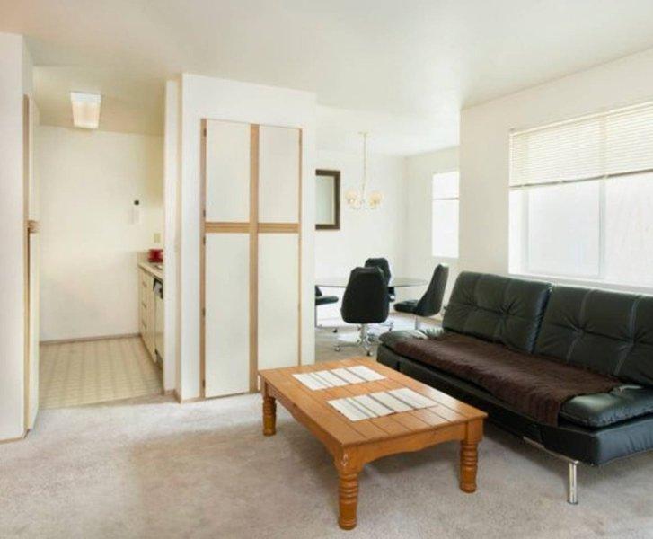 Furnished 2-Bedroom Apartment at NE Blakeley St & NE 51st St Seattle - Image 1 - Seattle - rentals