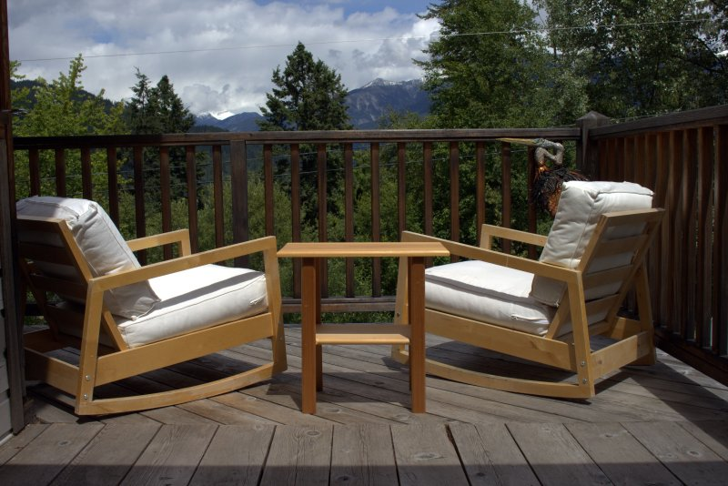 Comfy chairs on the deck - Mountain View Lodge - Kaslo - rentals