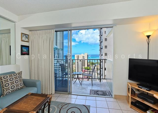REMODELED!  Ocean View!  A/C, WiFi, 5 min. walk to beach. - Image 1 - Waikiki - rentals